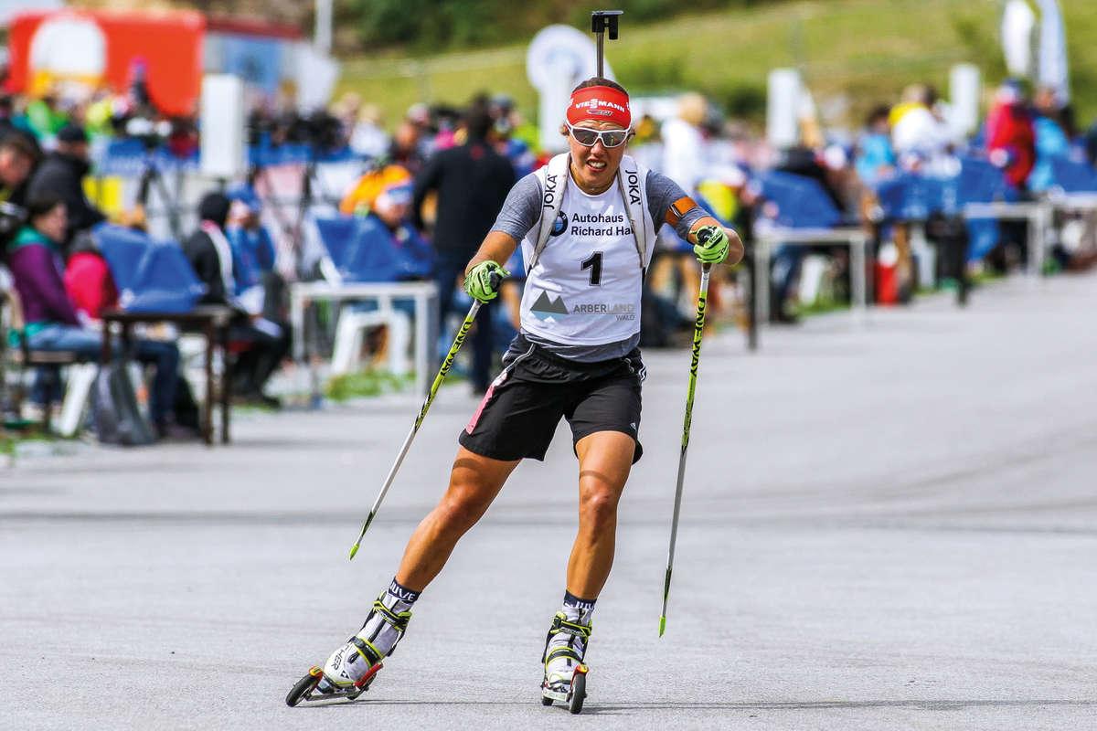 Citaten Zomer Biathlon : Biatlon tijdens de zomer wintersport in natuur