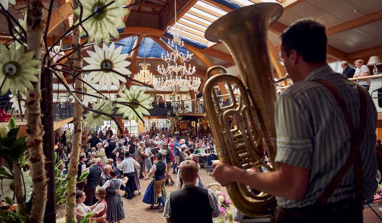 Trachtengwandt-Sonntag Arnbruck im Glasdorf Weinfurtner