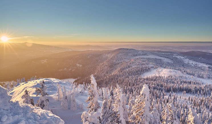 Blick auf den Sonnenaufgang auf dem Großen Arber.